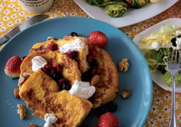 3款最美健康早午餐在家做!莓果法國吐司、藜麥沙拉與西式炒蛋的不失敗食譜