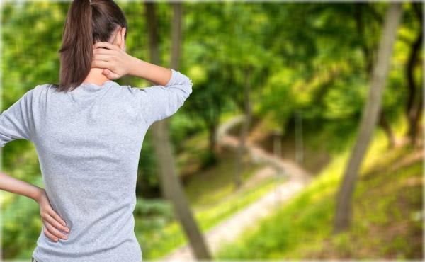 肩頸緊、扭脖子有聲音,是頸椎退化警訊!4簡單動作,有效預防頸椎病