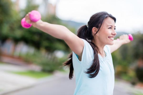 照護線上|重訓會讓血壓飆!高血壓或慢性病如何練肌力才安全?
