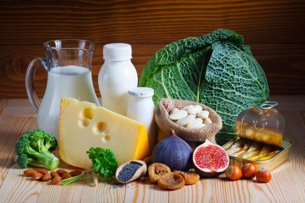 每天應攝取1000毫克鈣,但吸收率只有3成!如何吃,才能補充鈣質防骨鬆?