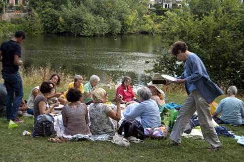 不讓姐妹孤單老去,倫敦50+獨身女子社區New Ground