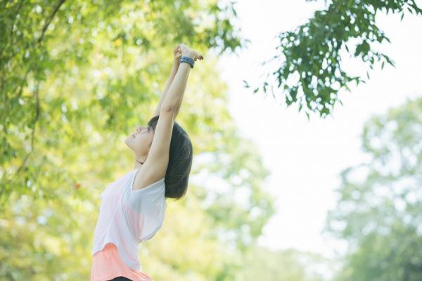 呼吸就能練核心肌群!簡易3D呼吸法,幫助深層肌運動、緩解肩頸痠痛又助眠