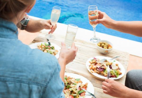 定期好友聚會,有助記憶力!日本醫學博士:3個秘訣,短期記憶變長期記憶