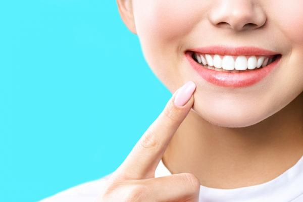 更年期女性唾液會減半!牙醫:2件事增加口水分泌,防口臭、失智、心血管疾病