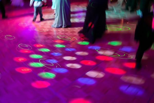 混舞廳才是正經事!韓國熟齡Disco重新流行:人都需要「沒人會碎念的地方」