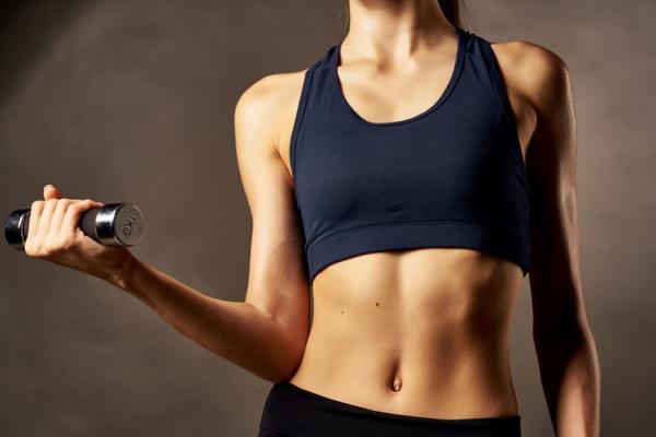 減重要減體脂肪,才能穿衣小一號!每天可做的2種肌力運動與建議菜單