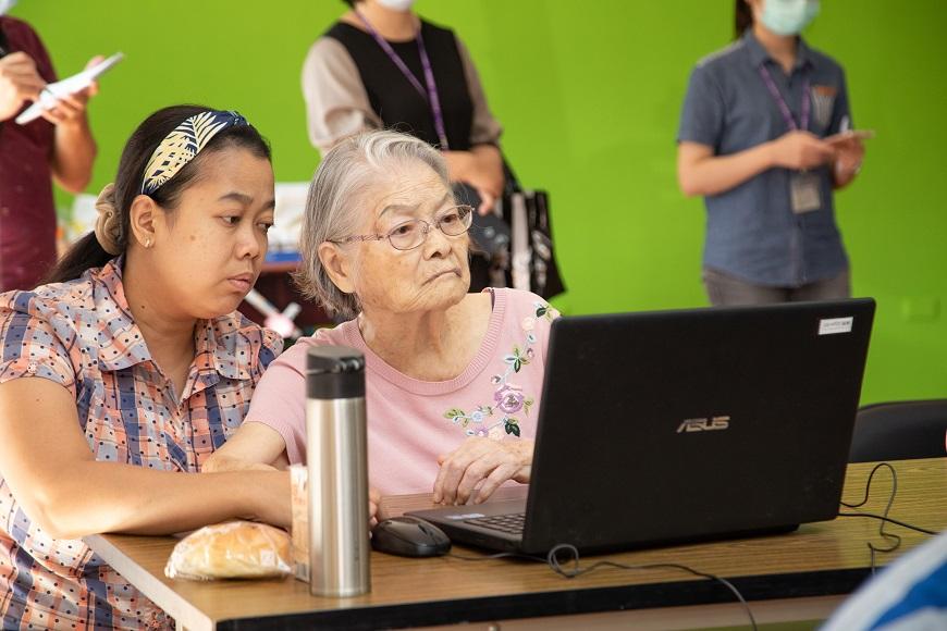 自製LINE貼圖課程額滿!台灣最小縣市嘉義市,如何讓熟齡族變成數位玩家?