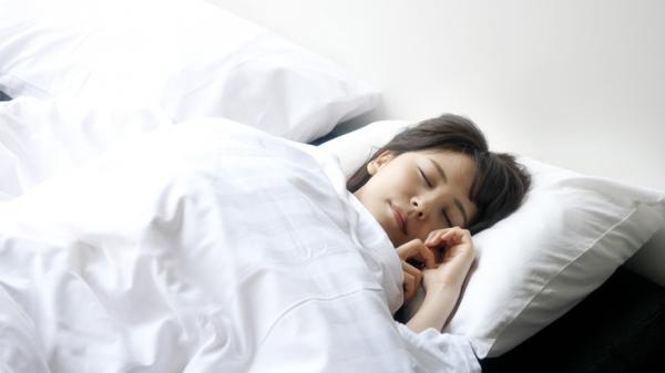 不開刀也能改善打呼!耳鼻喉科醫師:練習「閉嘴睡覺」,降低鼾聲及心血管疾病風險