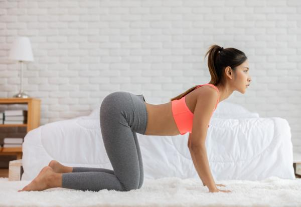 沒練臀部,難瘦小腹!專家:伸展臀肌2動作,讓骨盆回正、腰部肌不過勞