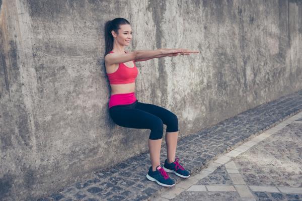 肌少症害老後臥床!不傷腰與膝蓋的柔性深蹲,1天10次鍛鍊下半身肌肉