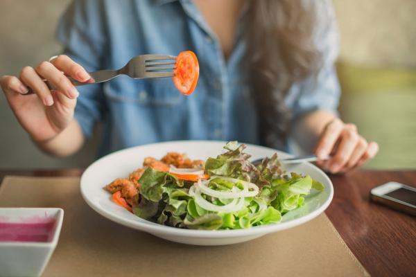 提升咀嚼力可防失智與吸入性肺炎!10分鐘健口操,練100條咀嚼與吞嚥肌群