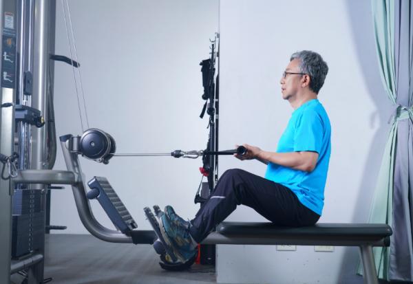 老後不失能,只練深蹲還不夠!鍛鍊4大功能肌力,才能蹲爬有力、推拉自如