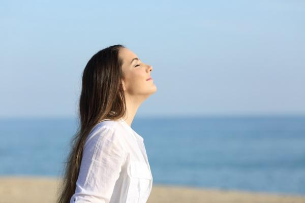 呼吸3次就煥然一新!隨時可做的1分鐘放鬆法,改善失眠與大腦疲勞