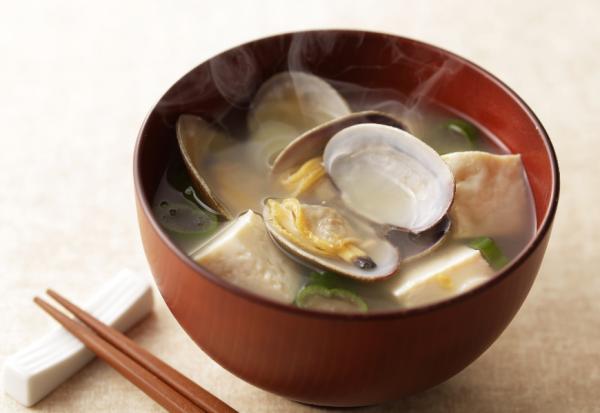 常吃蛤蜊、豆腐,能延緩胸部下垂!哪種運動有助胸部堅挺?