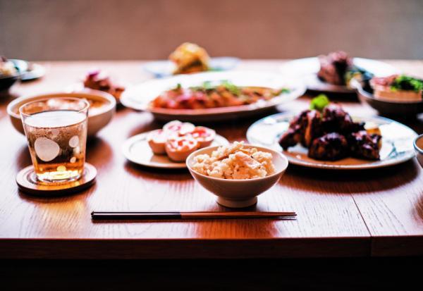 不能上餐館的日子,如何在家吃一頓像樣的晚餐?食譜作家比才的輕鬆備餐與餐桌佈置心得