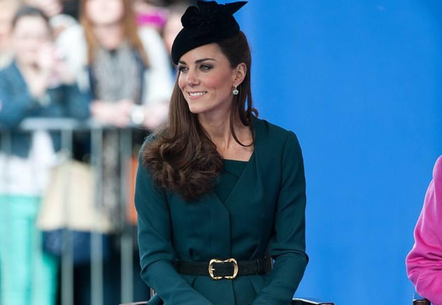 英國王妃最愛!雙腿看起來更修長、氣場自信優雅的站姿與坐姿