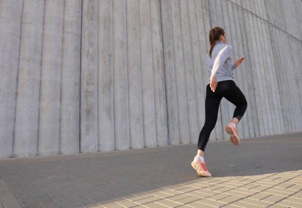 身體重心找回來!曾與羽生結弦合作的姿勢教練:日常做2個動作,姿勢年齡變年輕
