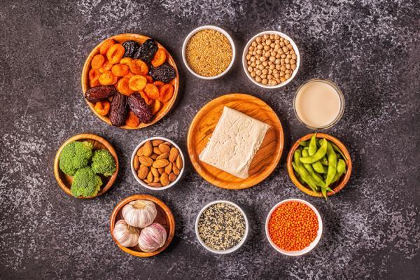 更年期後怎麼保養子宮?婦產科醫師:豆漿、豆腐都能吃,只有這類食品要注意