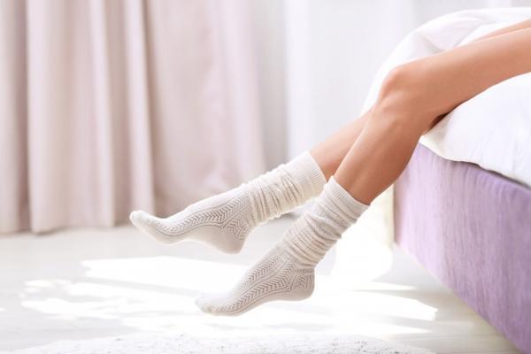 如何減輕膝蓋痛、增強行動力?椅子襪子是幫手,每天該練習的膝蓋體操