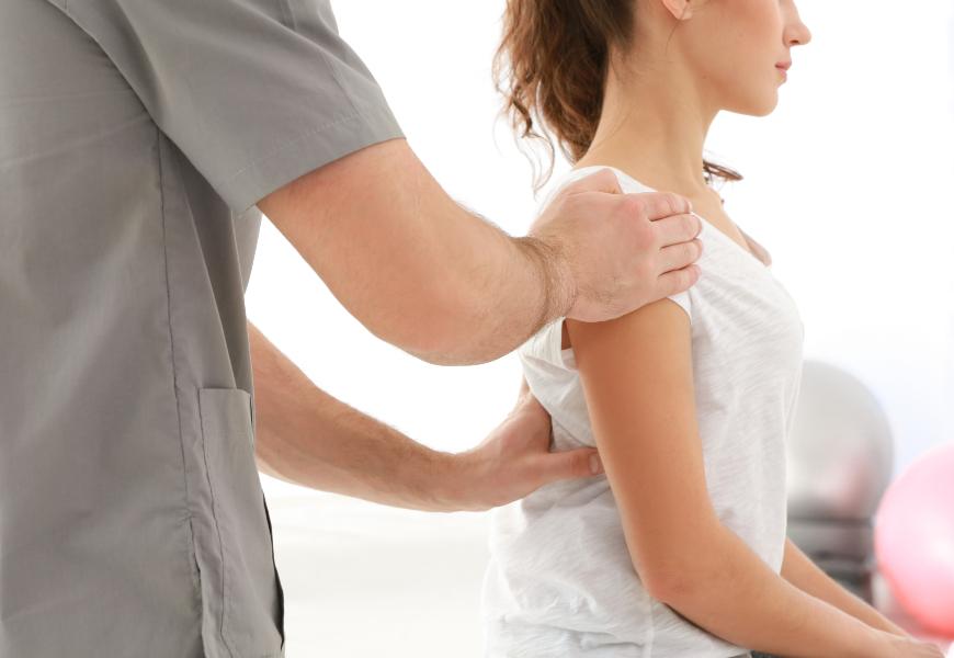 坐著也要把背挺直!怎麼找出脊椎中立點,防止腰痠背痛?