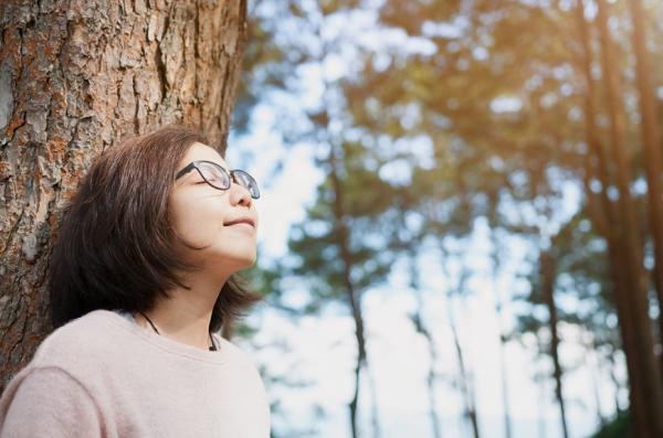 研究新知 45歲體內玻尿酸只剩一半!如何補,才能改善愈來愈乾的眼睛?