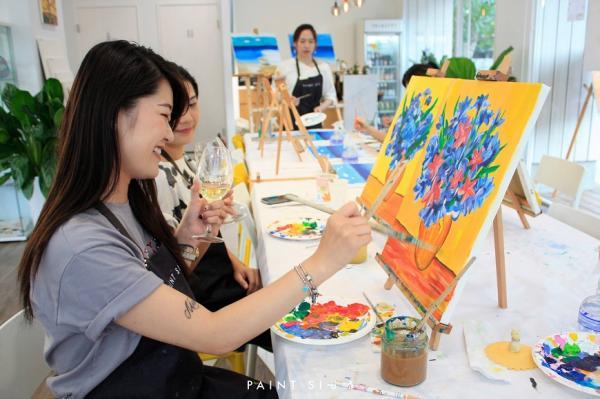 畫畫、喝酒、做自己!歐美畫飲會引入台灣 零基礎也開心