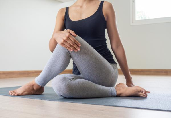 照護線上|大腿屁股痛、走路僵硬?小心髖部退化性關節炎!9動作日常保養髖關節