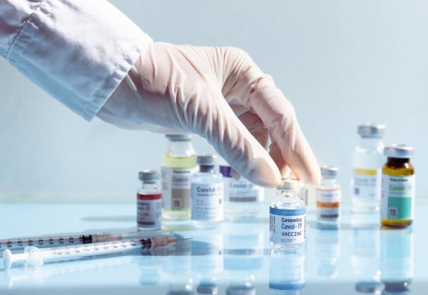 COVID-19疫苗開打!接種禁忌、副作用、特殊族群注意事項、怎麼吃增強保護力,一篇看懂