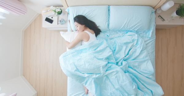 避免老後嗆咳與吸入性肺炎!物理治療師:每天趴1分鐘穩定氣管、促進換氣